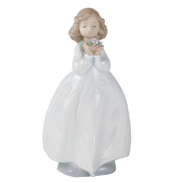 Nao by Lladro The Flower Girl Figurine