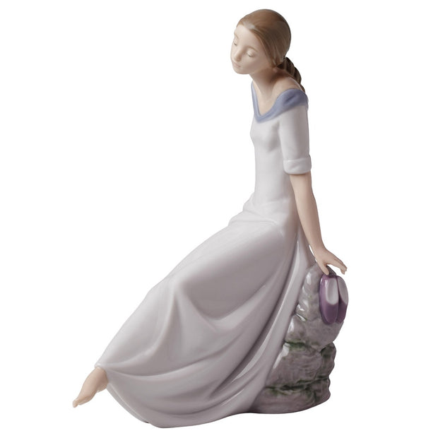 Nao by Lladro Romantic Dreams Figurine