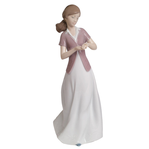 Nao by Lladro Present Of Love Figurine