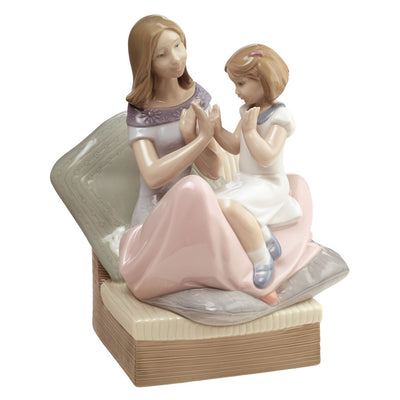 Nao by Lladro Pat a Cake Figurine