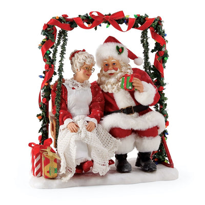 Possible Dreams Clothtique Garden Retreat Santa & Mrs. Claus Figurine