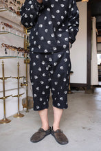 画像をギャラリービューアに読み込む, BLACK SIGN SKULL DOTS ADJUSTABLE WAIST THREE QUARTER SHORTS