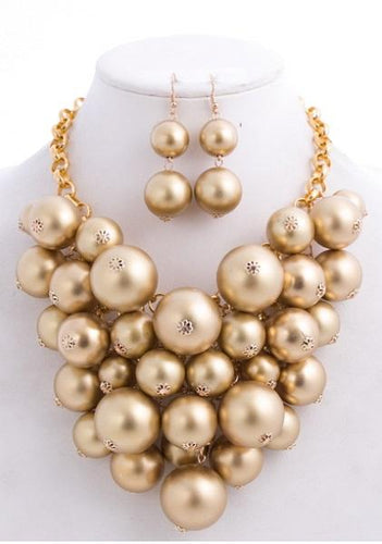 Gold Clustered Pearl Necklace Set with matching earrings