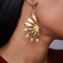 Load image into Gallery viewer, Abstract Flower Earrings