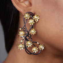 Load image into Gallery viewer, Floral Two Tone Pearl Earrings