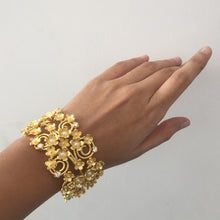 Load image into Gallery viewer, Statement Floral Bracelet With A Twist