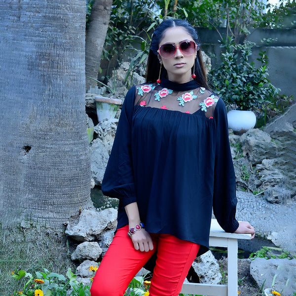 BLACK EMBROIDERED TOP (SSP210TU65)