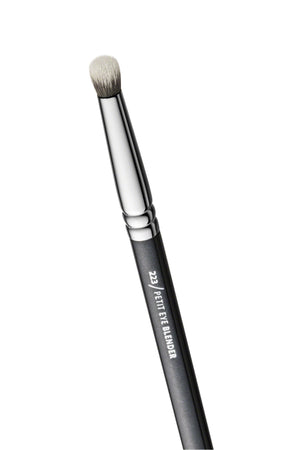 223 PETIT EYE BLENDER BRUSH