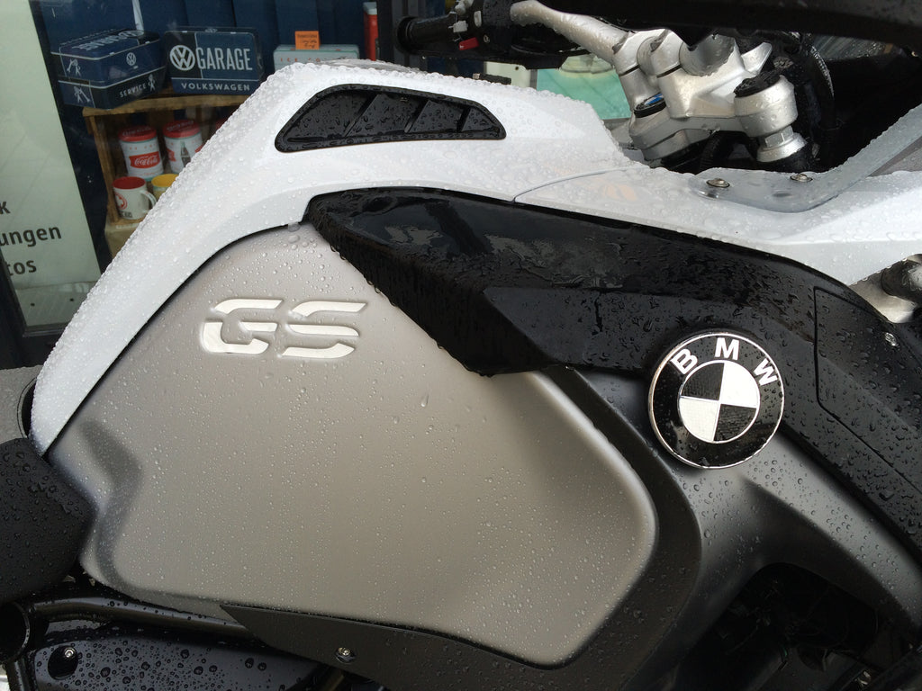 GS Carbon Emblem Eckenset black-white (Links+Rechts) + Gratis Gabelbrücken Set