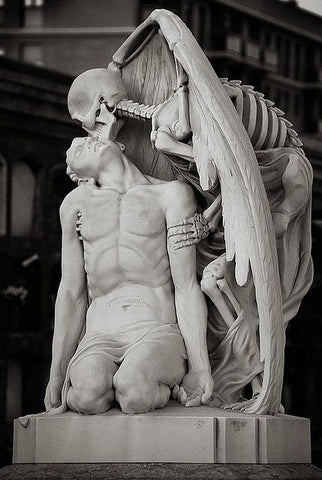 kiss of the death barcelona cemetery