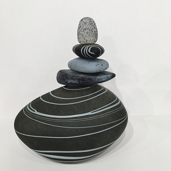 New Cairn - black