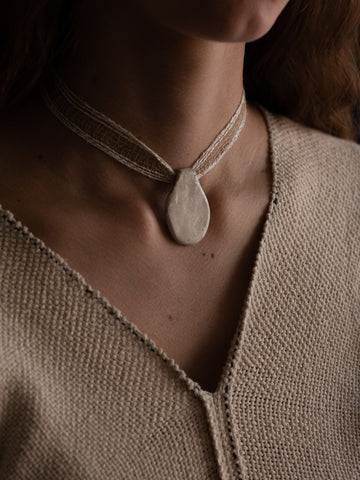 Pendant Collar - White and Beige