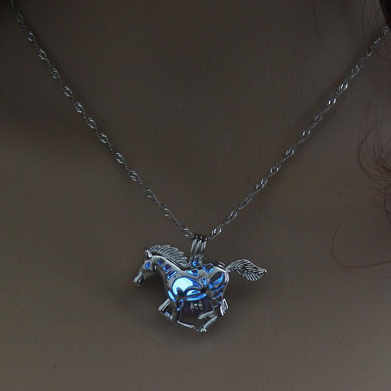 Katastimachling Pendentif Colliers Bleu Hot Sale Smart Running Horse DIY Locket Cage Glowing in the Dark Animal Pendant Necklace