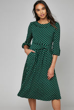 Load image into Gallery viewer, Jolie Moi Roll Collar Shift Dress, Green/Black