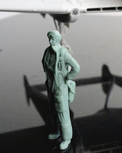 Load image into Gallery viewer, 1/48 scale Swedish Airforce pilot, 1940s to early 1950s.Fits SAAB J21, 28 Vampire etc. Art # 48P010