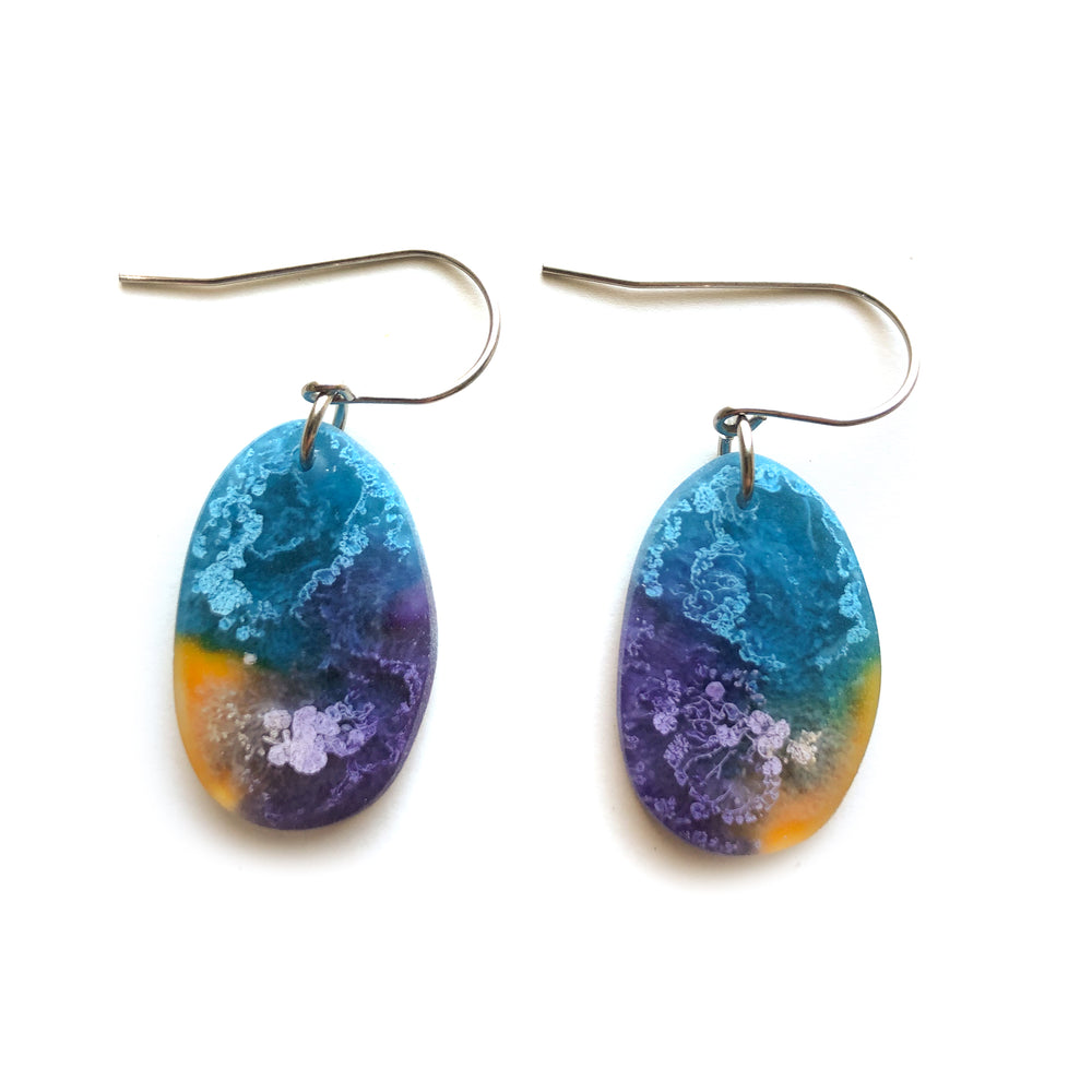 Violet Efflorescence Pebble Hook Earrings