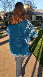 Plus Size Velvet Embroidery Detailed Kimono