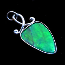 Load image into Gallery viewer, Green Ammolite Fossil Shell Pendant
