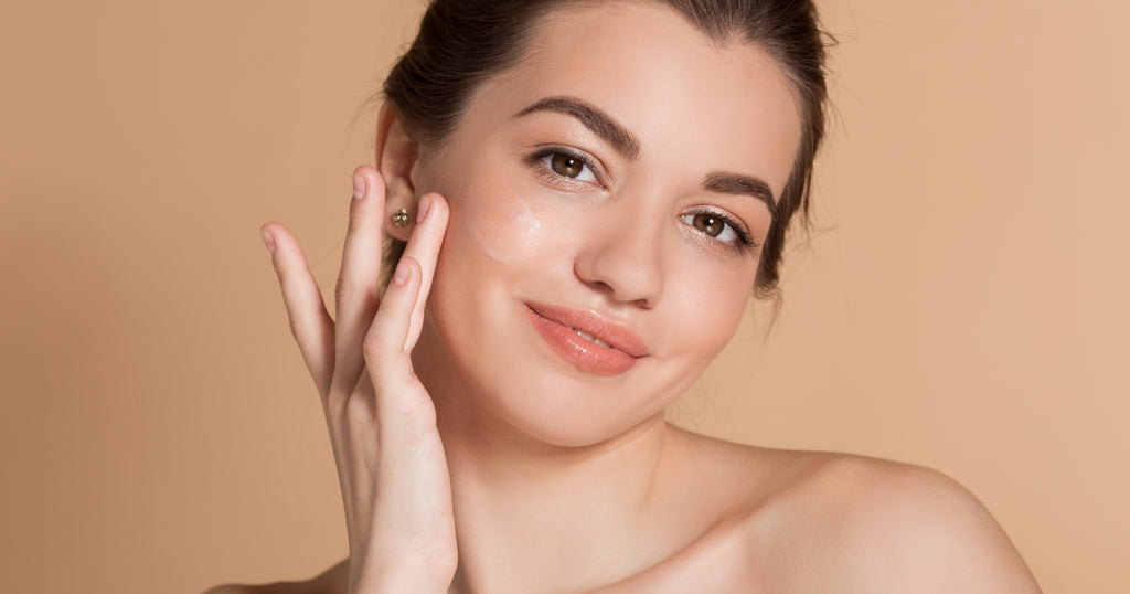 How to apply a face serum