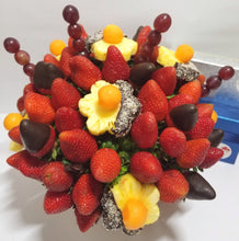 Load image into Gallery viewer, LOVE DAISIES CHOCOLATE - FruitDay