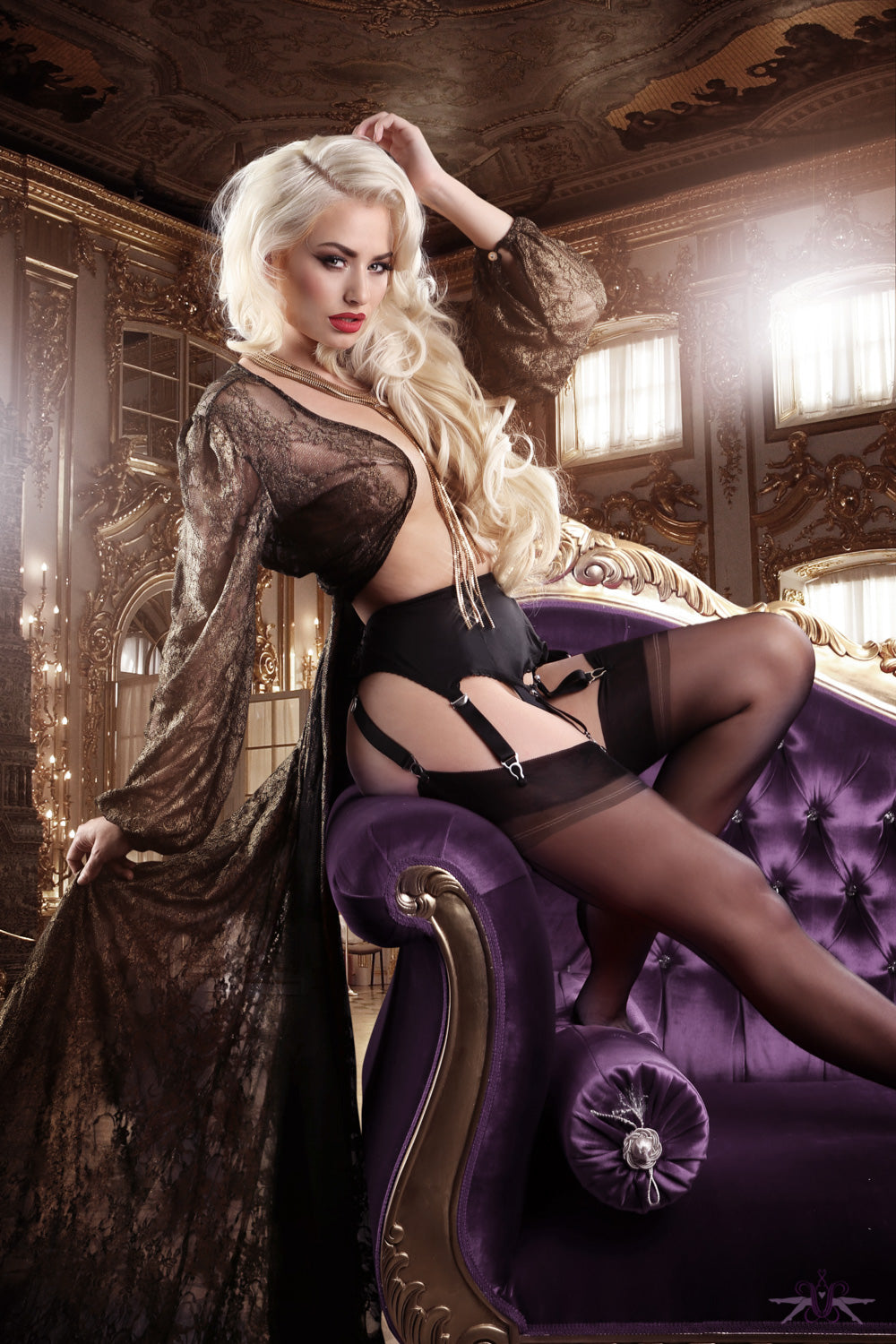 How to Choose and Wear Hosiery for a Boudoir Photo Shoot