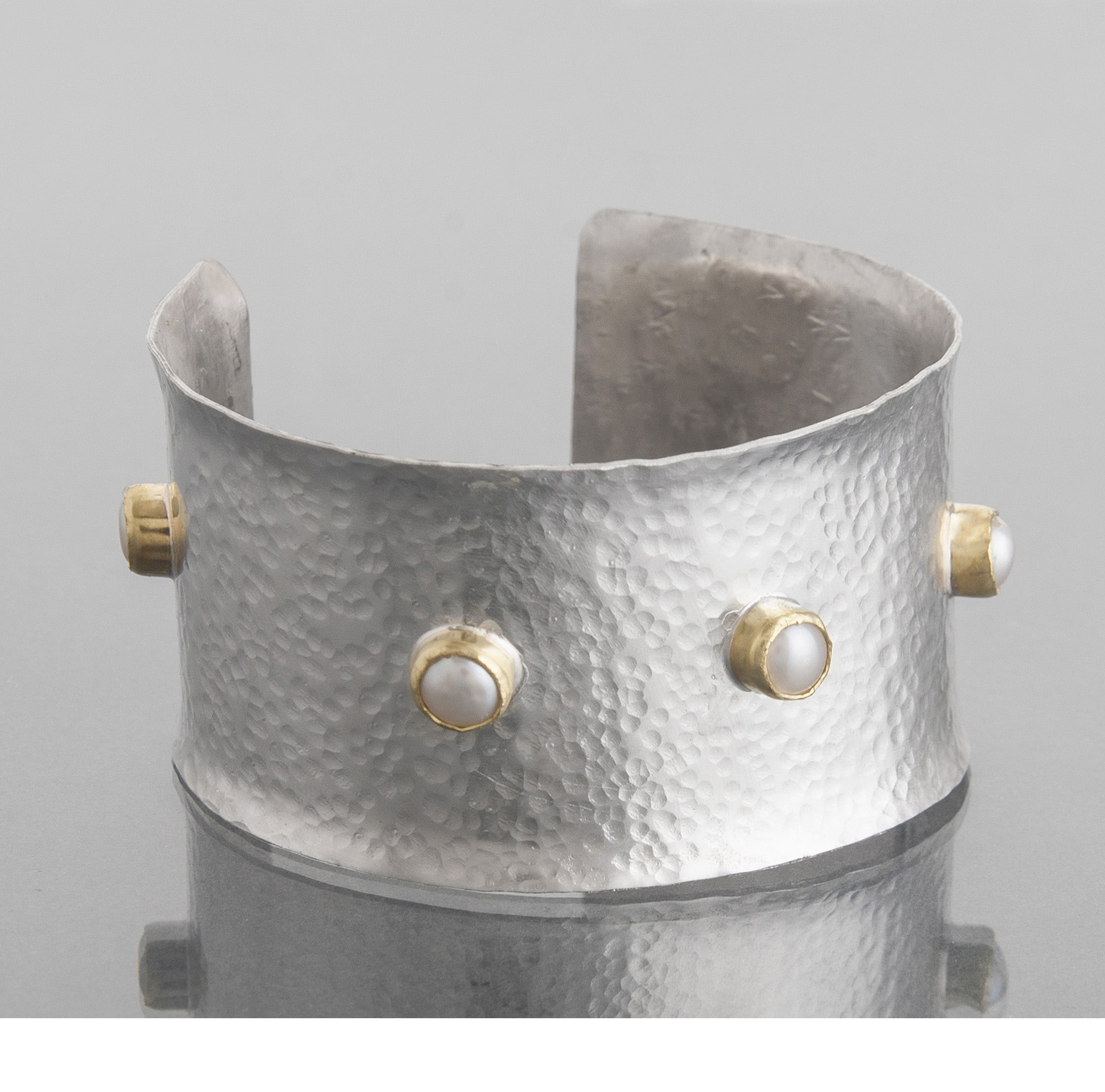 Hammered pearl cuff