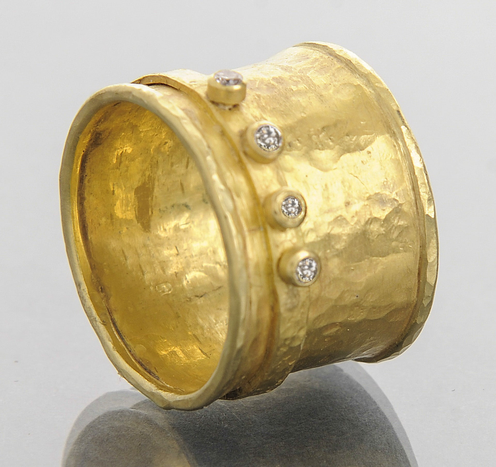 18k cigar band with diamond halo