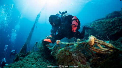 Healthy Seas diver with ghost fishing net