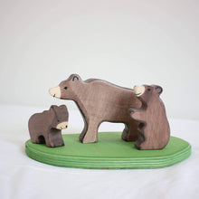 Load image into Gallery viewer, Holztiger bear family