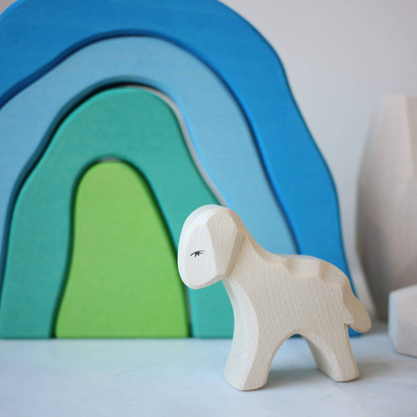 Ocamara Cave in blue with Ostheimer Lamb standing