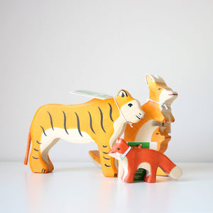 Holztiger tiger, kangaroo, and small fox