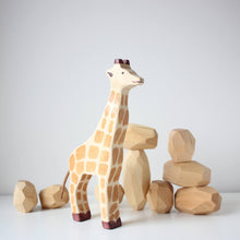 Load image into Gallery viewer, Holztiger Giraffe Standing