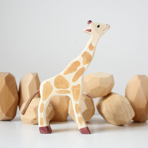 Holztiger giraffe small head up