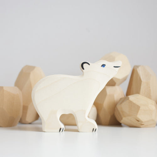 Small polar bear holztiger