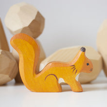 Load image into Gallery viewer, Holztiger orange squirrel