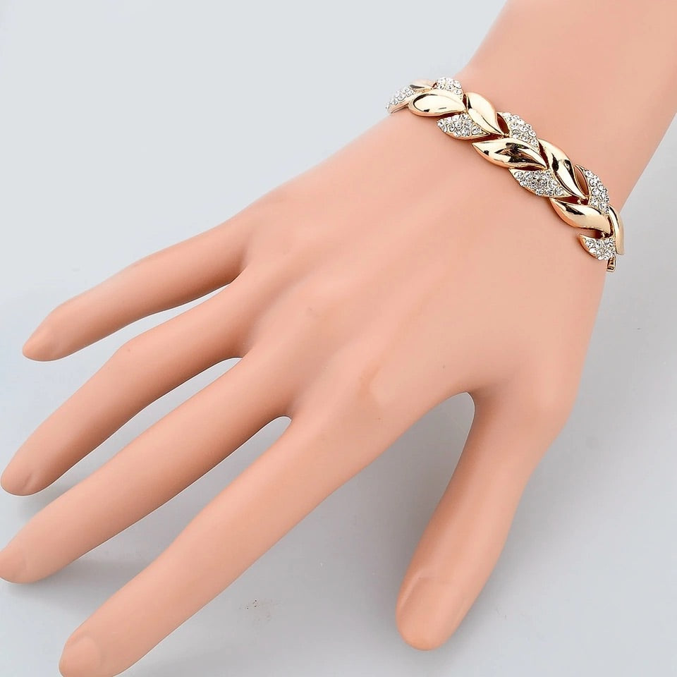 Women's Gold Bracelet *NEW*