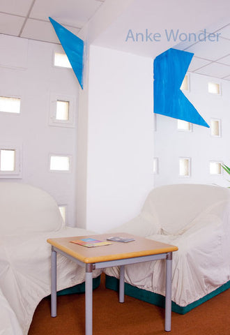 """Blue object of the project """"Rooms and between rooms"""" by Anke Wonder."""