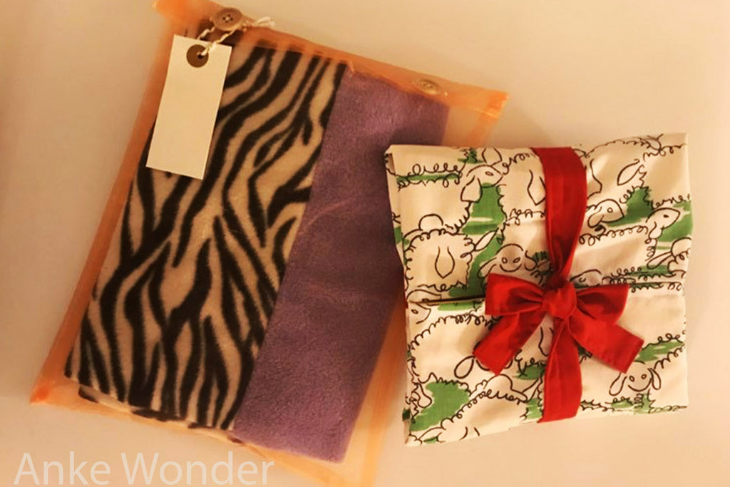 Two different eco-friendly fabric gift wrapping options by Anke Wonder.