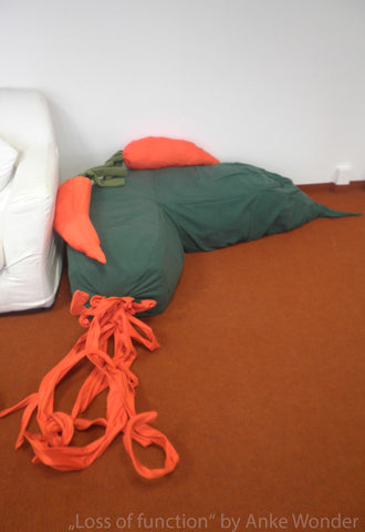 Carrot Sofa of the project 'Loss of function' by Anke Wonder.