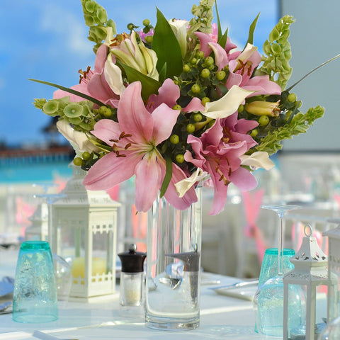 Hot Pink & White Centerpiece Simple Me! (30 Stems per Centerpiece Pack 5 units) - Bloomsfully Wholesale Flowers