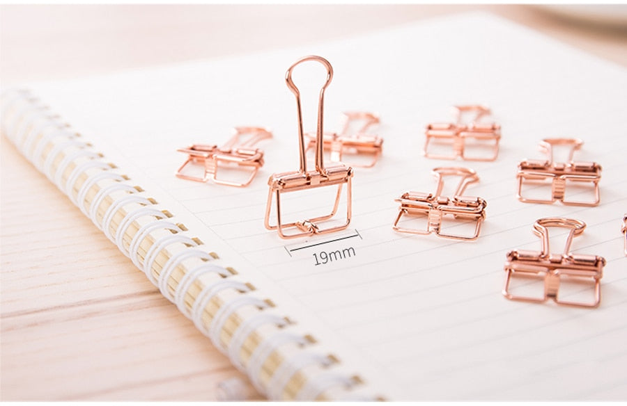 Hollowed out design binder clip