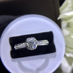 Natural Diamond 18K Gold Flower Upscale Trendy Rings