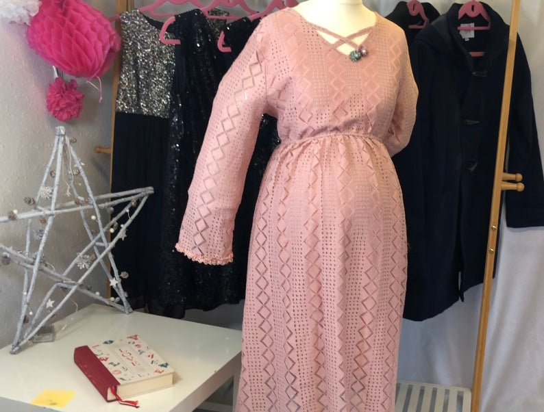 Fashionably_pregnant_pretty_in_pink_tea_dress