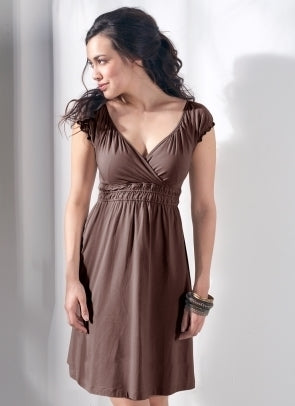 Fashionably_Pregnant_Mothers_En_Vogue_Anna_Jane_Brown_Maternity_Nursing_Dress