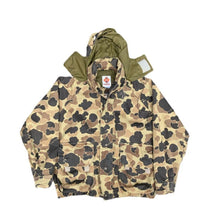 Load image into Gallery viewer, Columbia Gortex Duck Camo Jacket (XL)