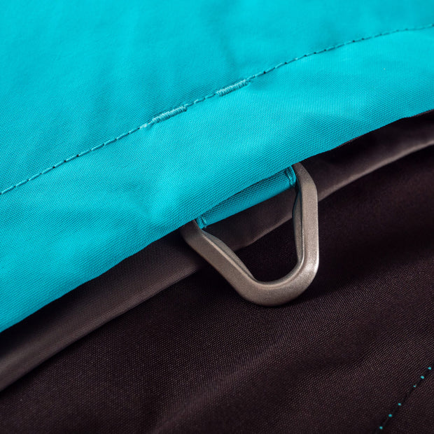 The Novo Jacket has an integrated metal killswitch d-ring tether point.