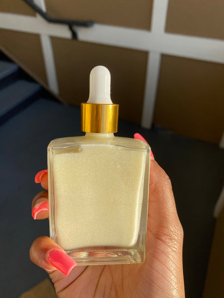 The Luminizing Body Oil in Pearl