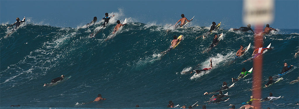 How-To-Choose-Your-Surfboard-Leash-and-Leg-Rope-Crowded-Surf-Safety