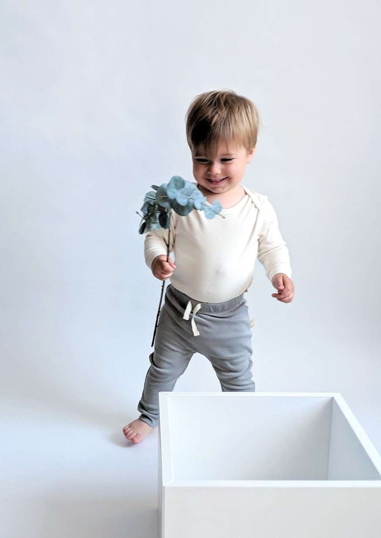 Long Sleeve Baby Bodysuit: EN