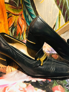 1960s GUCCI Pumps with Gold Chain Accents